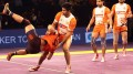 Rakesh Kumar being tossed over by the mighty Deepak Niwas Hooda of Puneri Paltan